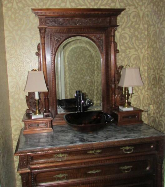 Vanity Antique 002