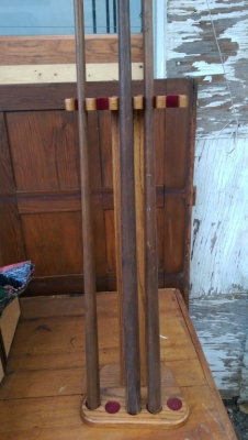 15K24806 POOL CUE STAND WITH 3 CUES.jpg