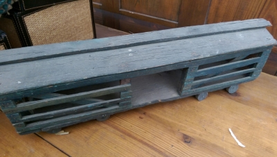 15K24811 TOY RAIL CATTLE CAR.jpg