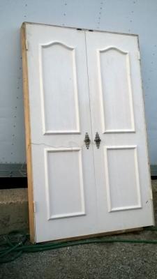 15K19 PAIR OF WHITE DOORS.jpg