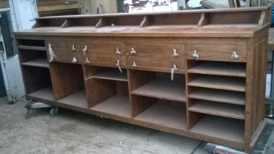 15K24821 HUGE PINE COUNTER WITH DRAWERS AND SHELVES AND LEATHER FRONT (1).jpg