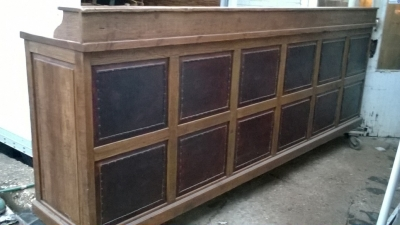 15K24821 HUGE PINE COUNTER WITH DRAWERS AND SHELVES AND LEATHER FRONT (4).jpg