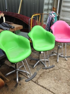 15K24825-27 THREE COOL CHAIRS.jpg