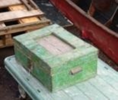 15K24846 GREEN PAINTED BOX.jpg