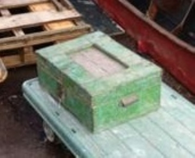 15K24846 PAINTED GREEN METAL BOX.jpg