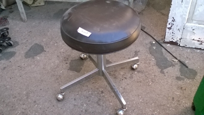 15K24974 LOW BROWN STOOL ON CASTERS.jpg