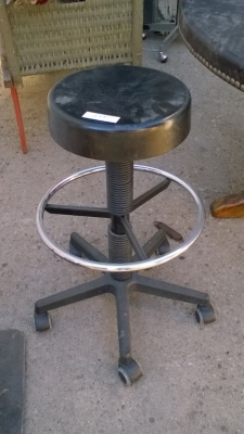 15K24977 TALL STOOL ON CASTERS.jpg