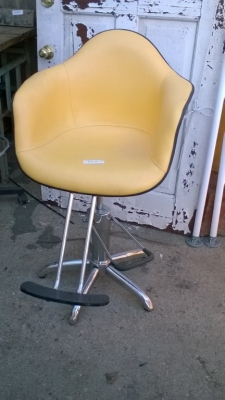 15K24990 MODERN YELLOW CHAIR.jpg