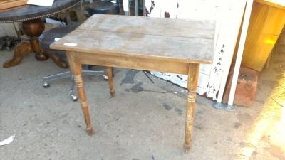 15K24991 SMALL PINE TABLE.jpg