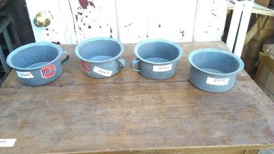 15K25004-07 4 GRANITEWARE PANS.jpg