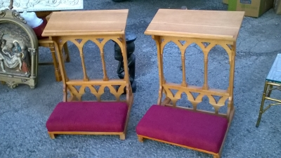 15L21003 AN 4 PAIR OF OAK KNEELERS NOT OLD.jpg