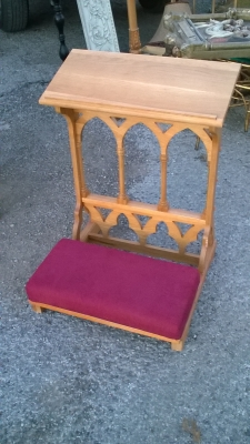 15L21003 OAK KNEELER NOT OLD.jpg