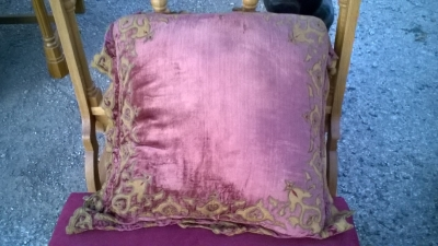 15L21023 RED PILLOW WITH GILT TRIM (3).jpg