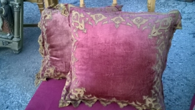 15L21024 RED PILLOW WITH GILT TRIM (2).jpg
