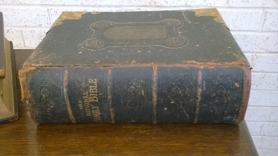 15L10 BRASS BOUND BIBLE (1).jpg