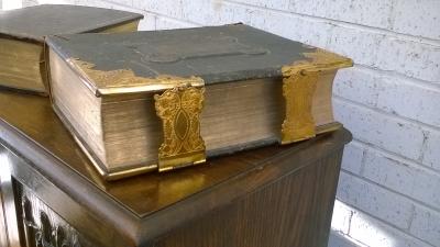 15L10 BRASS BOUND BIBLE (2).jpg