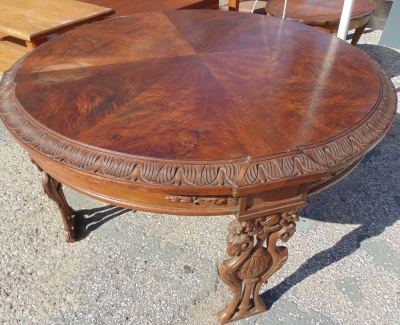 14D14 ROUND CARVED COFFEE TABLE