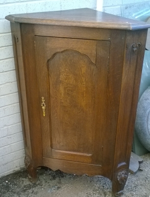 15L10 COUNTRY FRENCH CORNER CUPBOARD.jpg