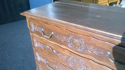 15L10 FANCY CARVED LOUIS XV COMMODE (2).jpg