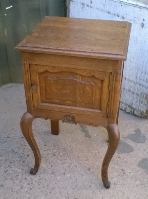 15L10 SMALL LOUIS XV STAND.jpg