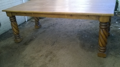 15L LARGE TWIST LEG TABLE.jpg