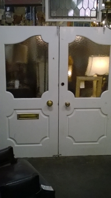 15L PAIR OF WHITE DOORS WITH WINDOWS.jpg