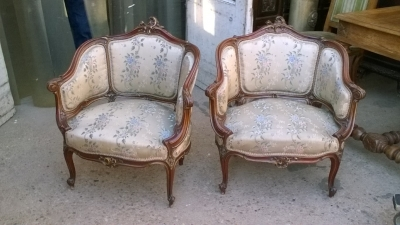 16A10010 PAIR OF LOUIS XV PARCEL GILT ROSEWOOD BERGERE CHAIRS (1).jpg