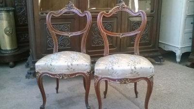 16A10011 PAIR OF LOUIS XV  PARCEL GILT ROSEWOOD SIDE CHAIRS (2).jpg