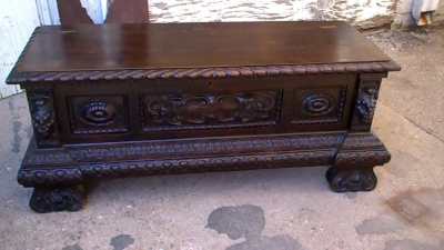 16A10014 CARVED ITALIAN RENAISSANCE WEDDING COFFER (1).jpg