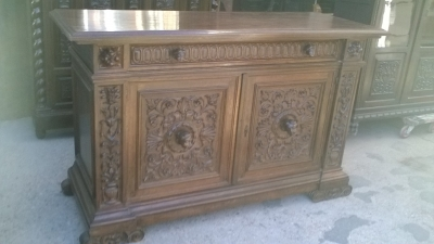 16A10015 CARVED  ITALIAN WALNUT RENAISSANCE REVIVAL SERVER (1).jpg