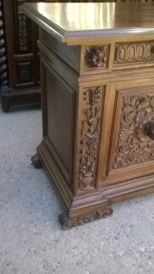 16A10015 CARVED  ITALIAN WALNUT RENAISSANCE REVIVAL SERVER (2).jpg
