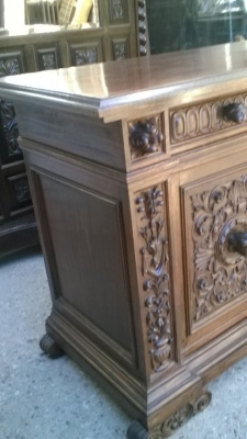 16A10015 CARVED  ITALIAN WALNUT RENAISSANCE REVIVAL SERVER (4).jpg