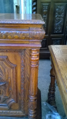 16A10001 LARGE CARVED FRENCH HUNT CABINET (16).jpg