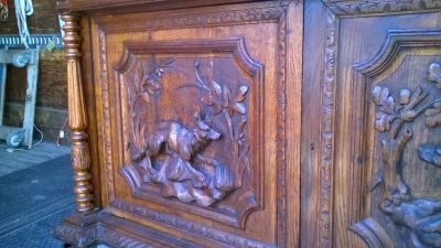 16A10001 LARGE CARVED FRENCH HUNT CABINET (18).jpg