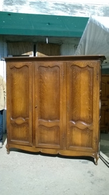 16B02001 LOUIS XV OAK 3 DOOR ARMOIRE (2).jpg