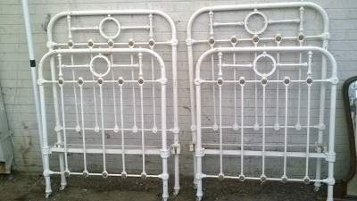 16B02022 PAIR OF PAINTED WHITE IRON BEDS (1).jpg