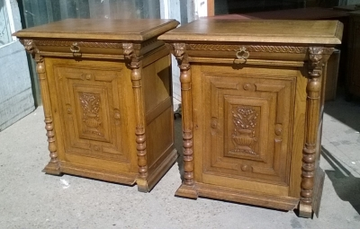 16B02031 PAIR OF OAK JAM CUPBOARDS WITH LIONS (1).jpg