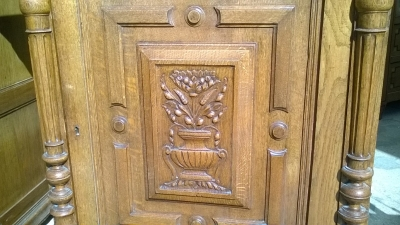 16B02031 PAIR OF OAK JAM CUPBOARDS WITH LIONS (2).jpg