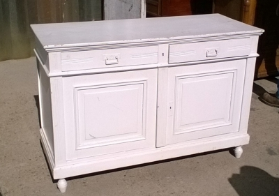 16B02032 PAINTED WHITE WASHSTAND WITH REEDED ACCENTS.jpg