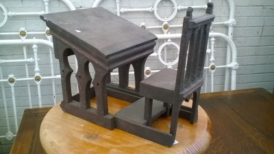 16B02037 TOY DESK AND CHAIR (2).jpg