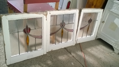 16B02040 SET OF 3 STAINED GLASS WINDOWS WITH SWAGS (1).jpg