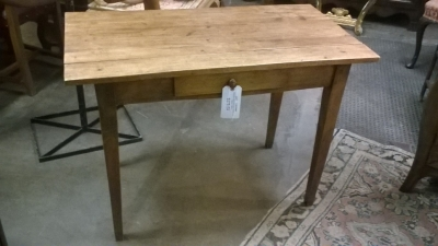 16B08901 TAPERED LEG PINE TABLE WITH DRAWER (1).jpg