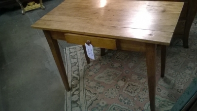 16B08901 TAPERED LEG PINE TABLE WITH DRAWER (3).jpg