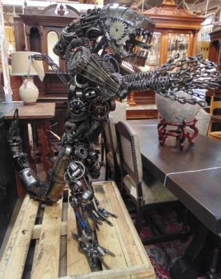 13K11430  WELDED ART METAL STATUE OF ALIEN (1).JPG