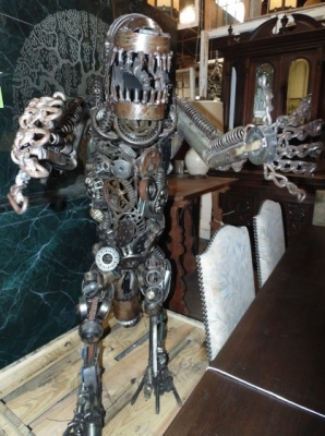 13K11430  WELDED ART METAL STATUE OF ALIEN (2).JPG