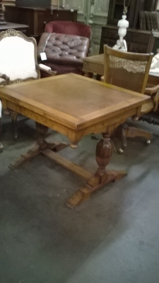 16B16 ENGLISH PEDESTAL BASE PUB TABLE (2).jpg