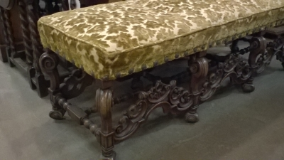 16B24 LARGE CARVED FRENCH BENCH   (2).jpg