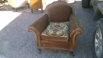 16B24502 BROWN VELVET ARM CHAIR (1).jpg