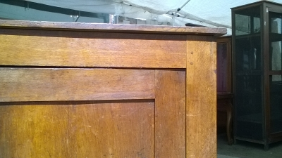 16C04047 LARGE PEGGED OAK CABINET (3).jpg