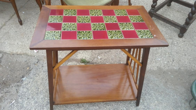 16C04011 SMALL TILE TOP ARTS AND CRAFTS TABLE.png